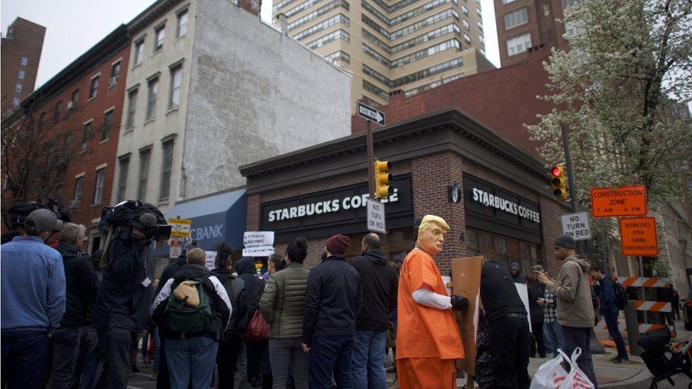 Protestas en Starbucks en Filadelfia.