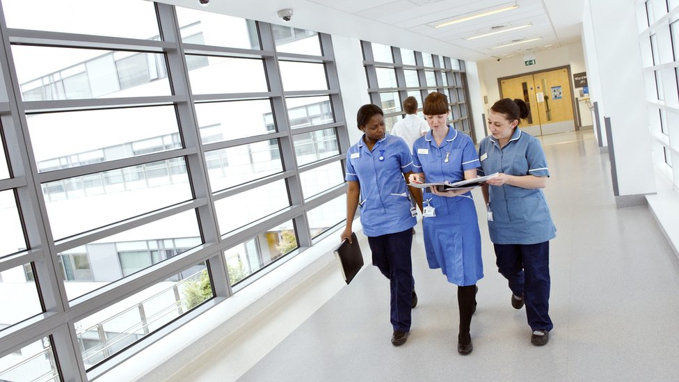 More than 86,000 NHS posts vacant, says report