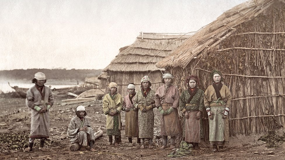 Ainus en 1880.