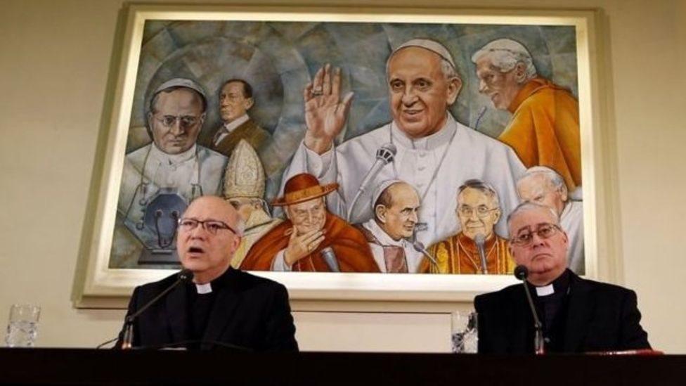 Rueda de prensa de la dimisión de los obispos chilenos