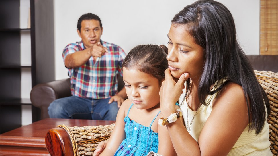 familia discutiendo