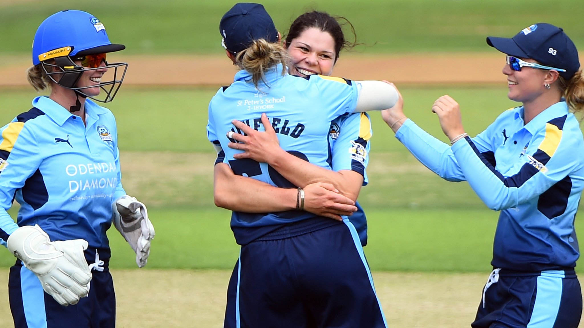 Kia Super League: Yorkshire Diamonds thrash Surrey Stars by nine wickets