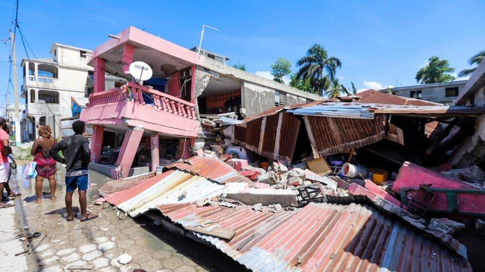 Un edificio derrumbado tras un terremoto, en Les Cayes, Haití