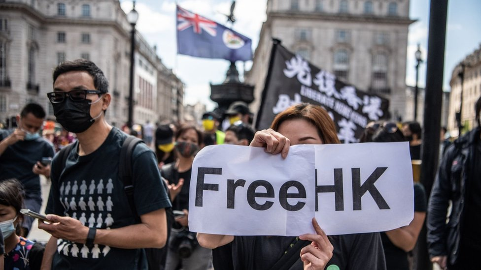 旅英港人與香港民主派支持者在倫敦出席紀念香港反送中示威6·12衝突兩週年集會(12/6/2021)