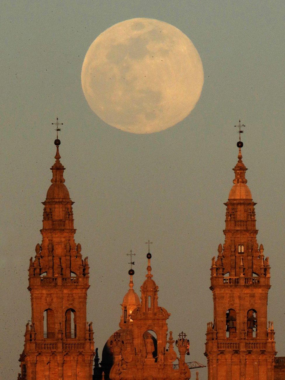 pogled na super mesec u španiji