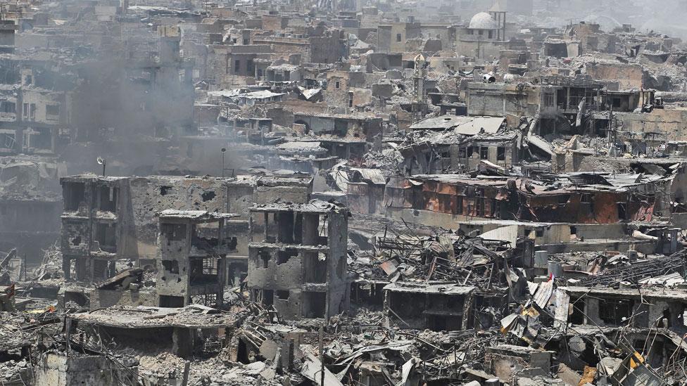 حالة الدمار التي طالب المدينة القديمة في الموصل في نهاية فترة احتلال تنظيم الدولة الإسلامية
