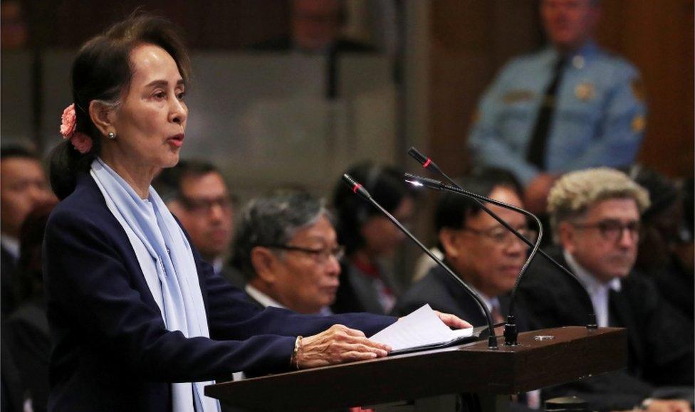 La líder de facto de Myanmar, Aung San Suu Kyi, declarando frente a la Corte Internacional de Justicia