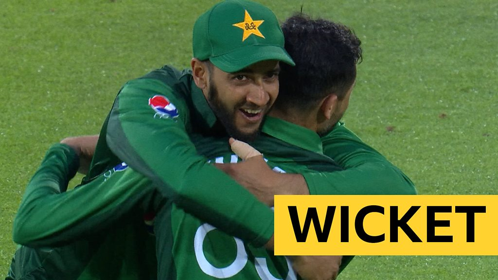 England v Pakistan: Junaid Khan dismisses Joe Denly with brilliant catch