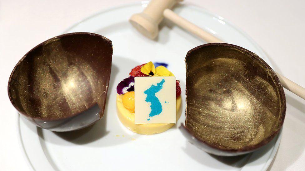 Getty Images Pulau-pulau yang diperebutkan ditampilkan secara menonjol di  hidangan penutup dalam pertemuan puncak Korsel-Korut. 3b9e789ce1
