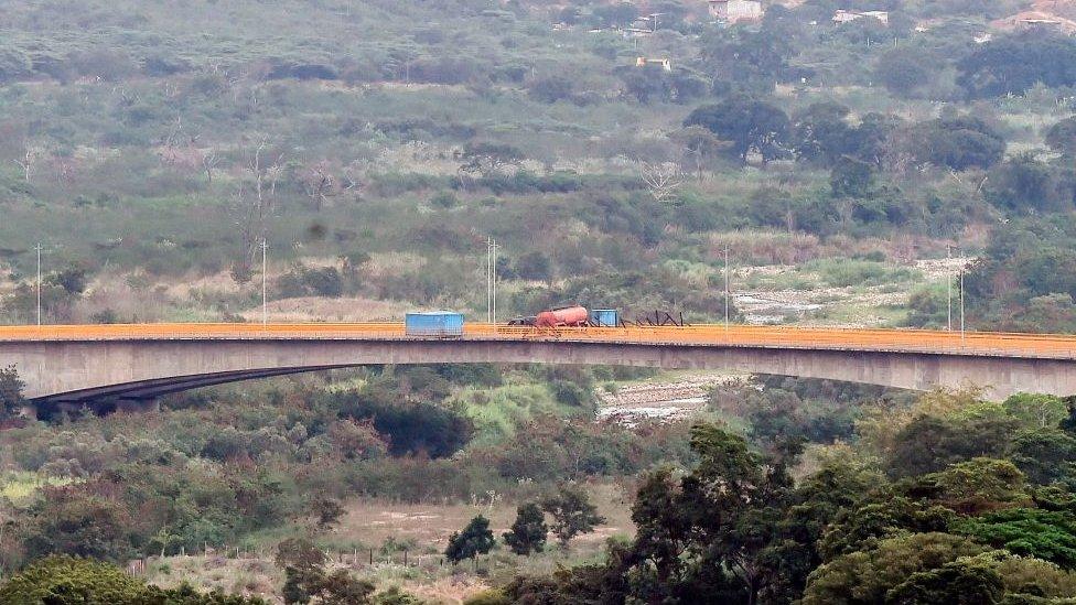 Puente desde lejos