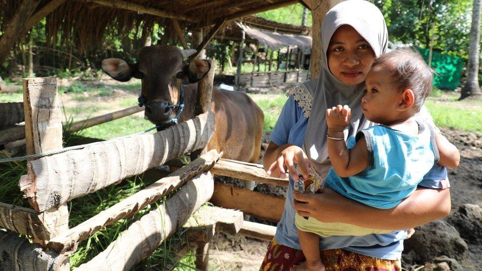 Endang Kurniati, residente de la aldea de Kuta que todavía aguanta en abril