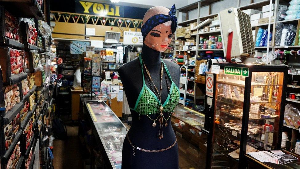 El botón que se le ocurra, no importa si no se produce hace décadas, se puede encontrar en la mercería Yoli de Buenos Aires.
