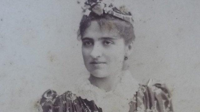 Enriqueta Compte i Riqué con 23 años.