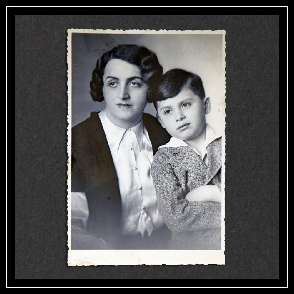 Foto de Kurt con su madre Hedwig en Viena