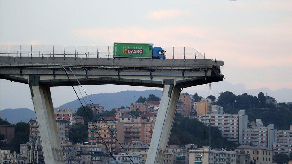 वो पुल जिसके टूटने से हिल गया था इटली