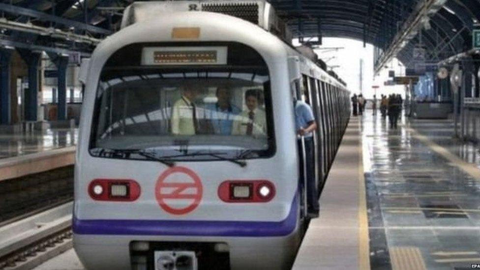 दिल्ली मेट्रो की ब्लू लाइन बार-बार क्यों ख़राब हो रही?