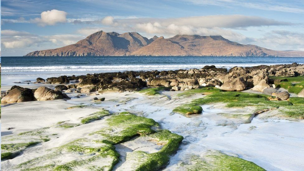 拉姆島位於蘇格蘭西海岸外,人口只有30至40人之間