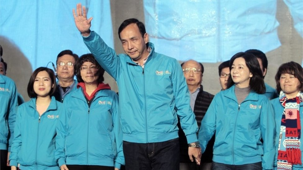 Eric Chu waves to supporters as he concedes in the presidential election.