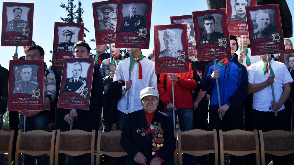 Veterano y fotos de soldados que lucharon en la segunda guerra mundial.