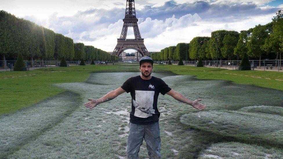 عمل فني من فرنسا
