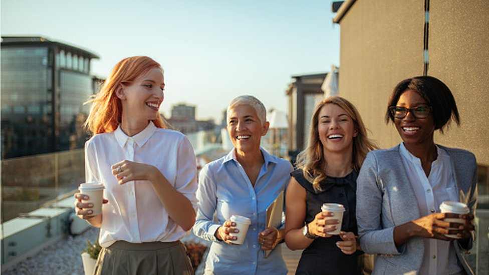 Mujeres con un café