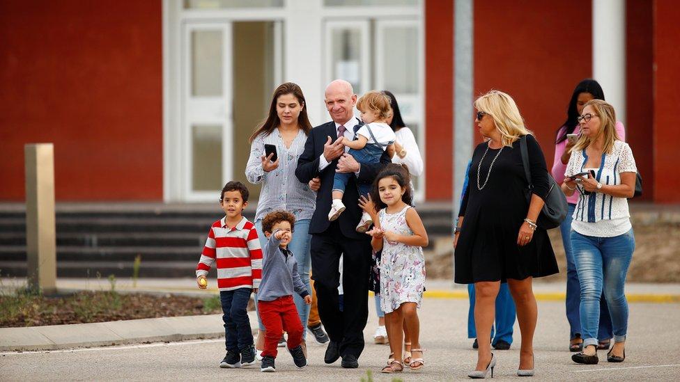 Hugo Carvajal y su familia