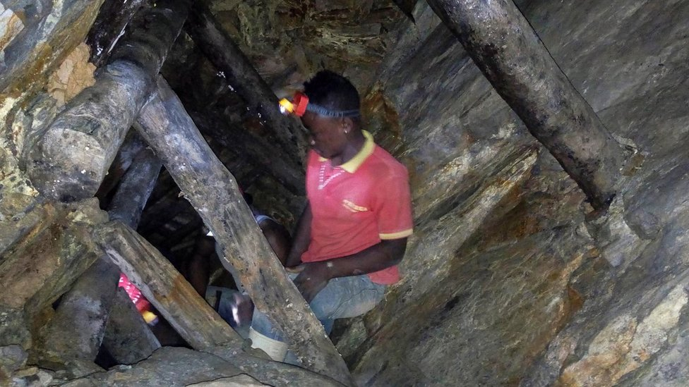 File photo: A Congolese miner works in an artisanal gold mine near Kamituga, eastern Democratic Republic of the Congo, August 1, 2018