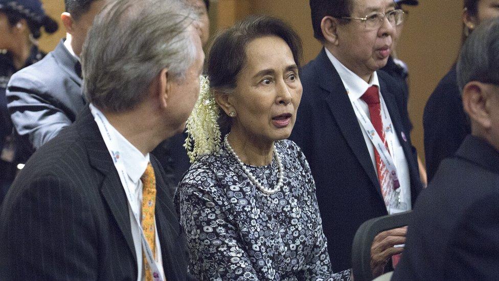 Aung San Su Ći na ekonomskom samitu u Singapuru
