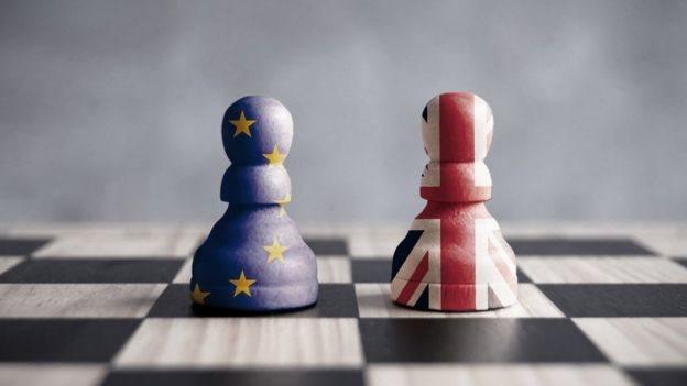 Peones europeo y británico.