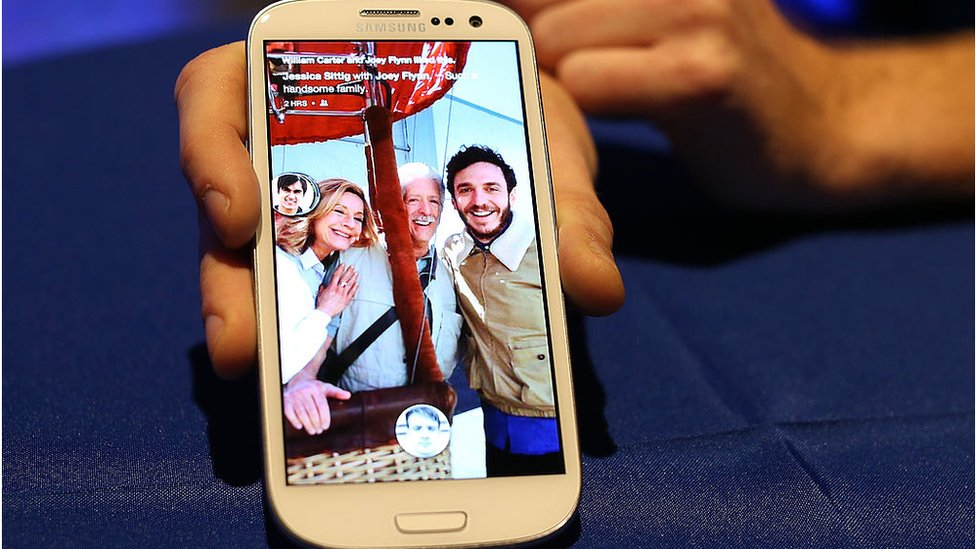 Facebook Home being demoed on a Samsung phone in 2013