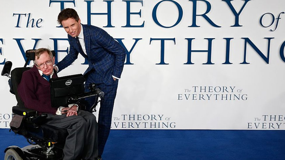 British actor Eddie Redmayne (R) pose with British scientist Stephen Hawking (L) at the UK premiere of the film 'The Theory of Everything'