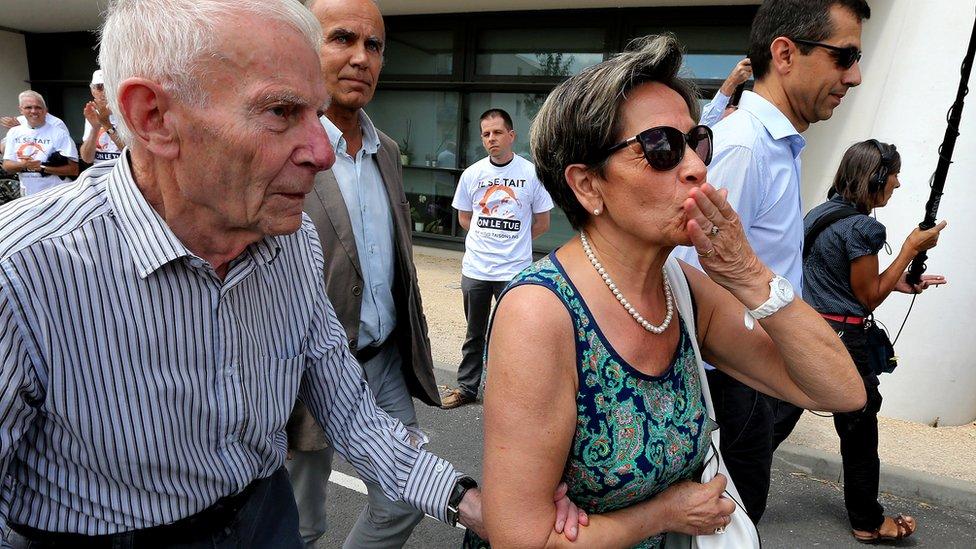 Pierre (kiri) dan Viviane Lambert ketika berkampanye 23 Juli 2015