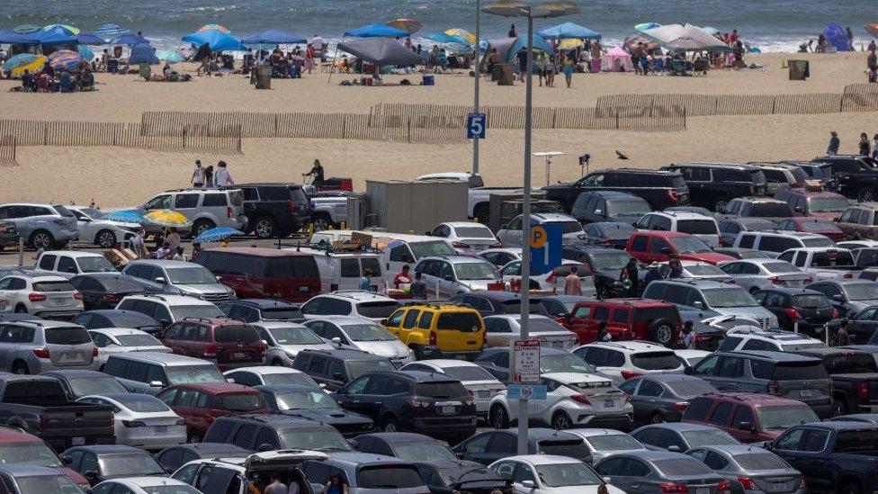 Aparcamiento en Santa Mónica, Los Ángeles, Estados Unidos.