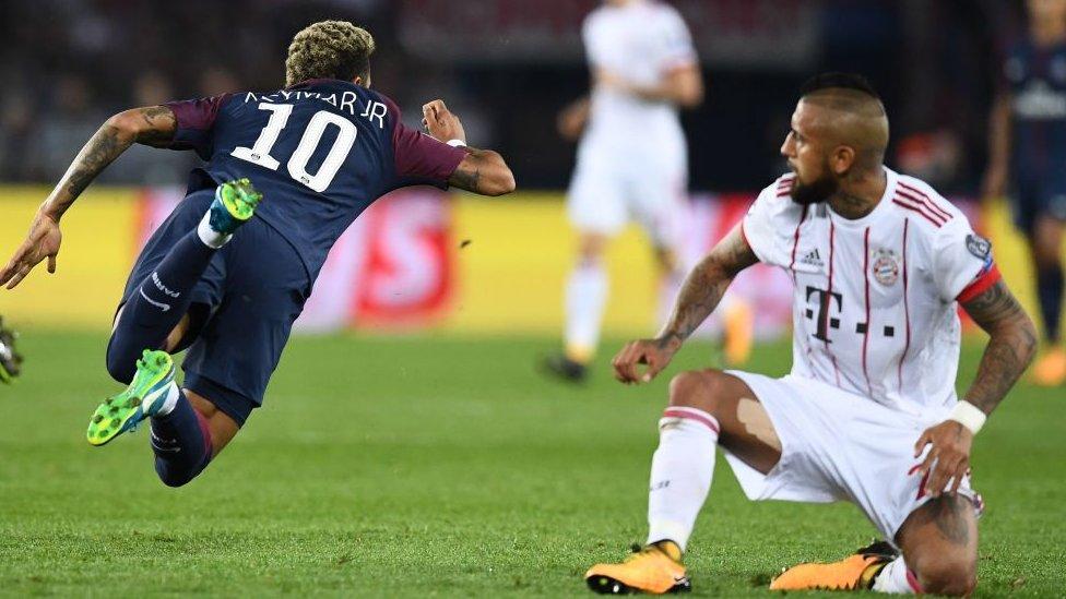 Neymar durante un partido ante Bayern Munich