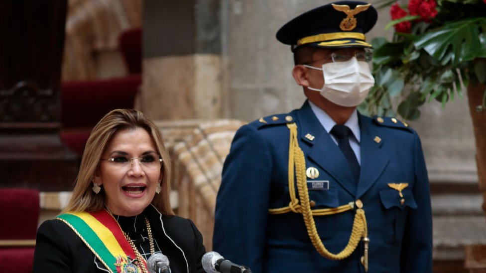 Presidente con un militar