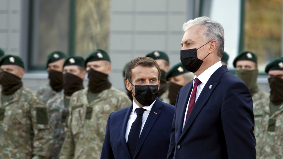 Lithuanian President Gitanas Nauseda (R) and French President Emmanuel Macron (L)