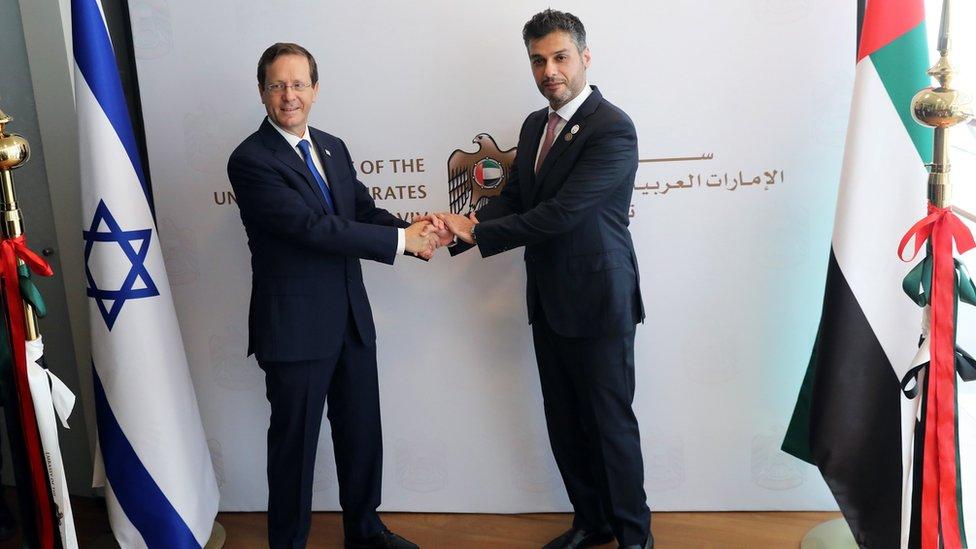 سفير الإمارات محمد الخاجة والرئيس الإسرائيلي اسحق هرتزوغ