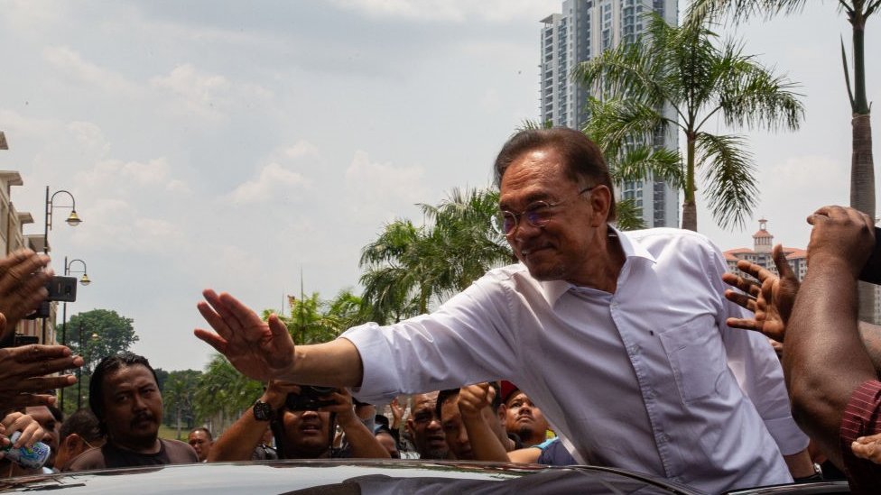 Malaysian politician Anwar Ibrahim waves to his supporters outside the headquarter of People's Justice Party (PKR) on March 1, 2020 in Kuala Lumpur, Malaysia
