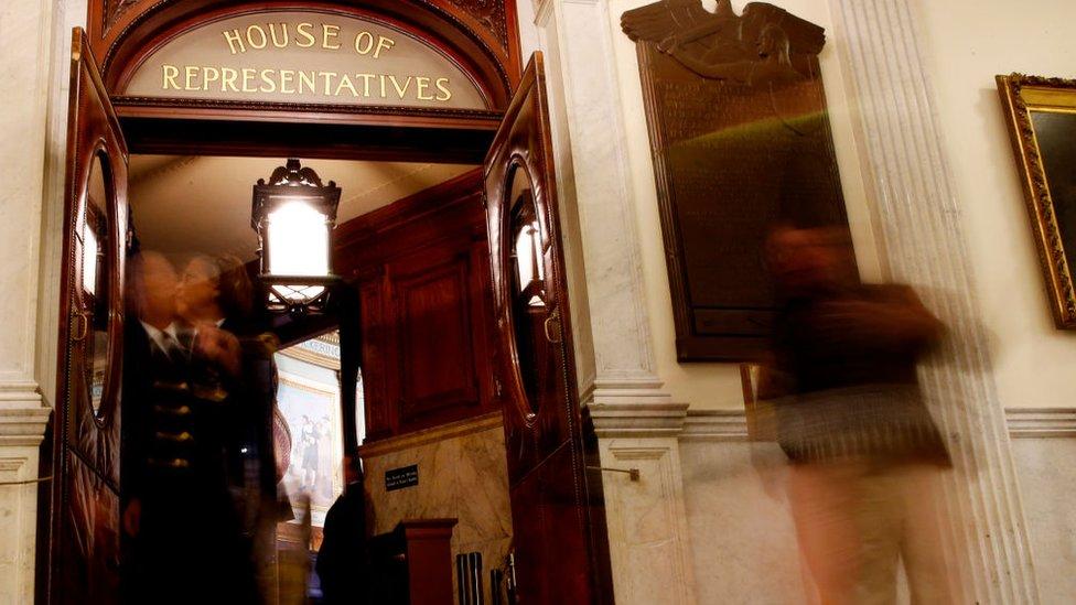 Demócratas arrebataron Cámara de Representantes a Trump