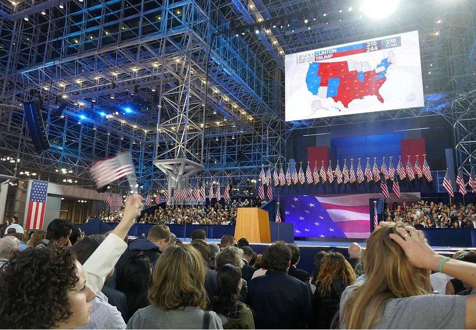 2016年,希拉里·克林頓的支持者在大選之夜觀看結果(資料照片)