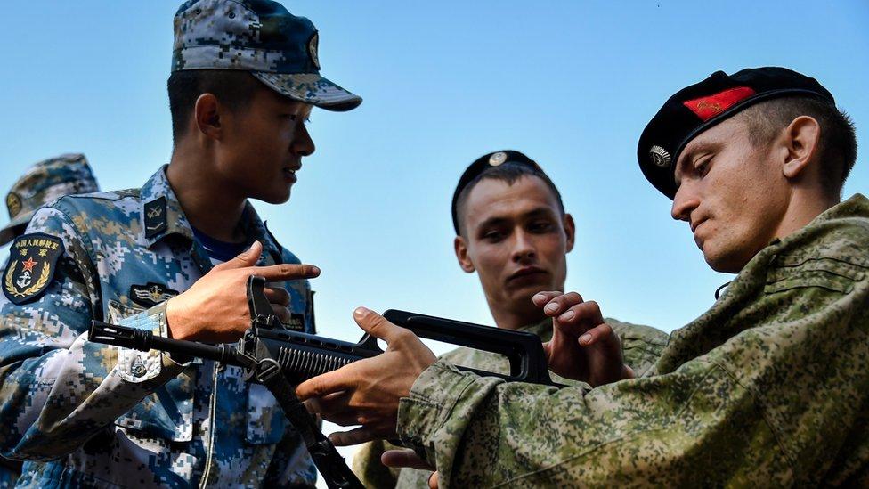 Infantes de marina chinos y rusos.