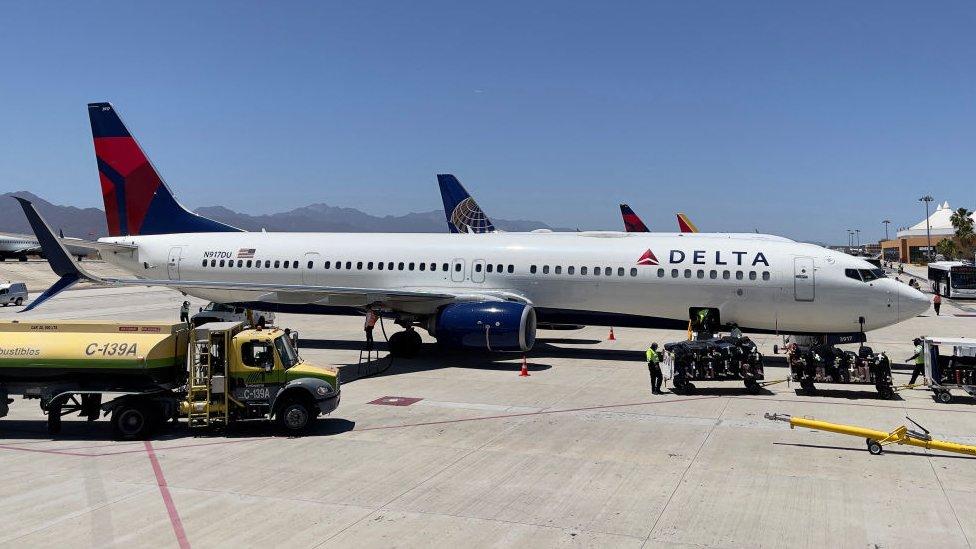 Un avión de Delta en San José del Cabo