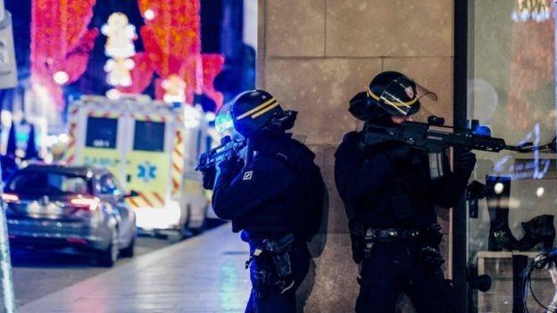 Стрілянина на різдвяному ярмарку в Страсбурзі: троє людей загинули, поліція розшукує підозрюваного
