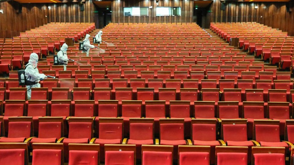 Thousands of cinemas in China under threat of closure - BBC News