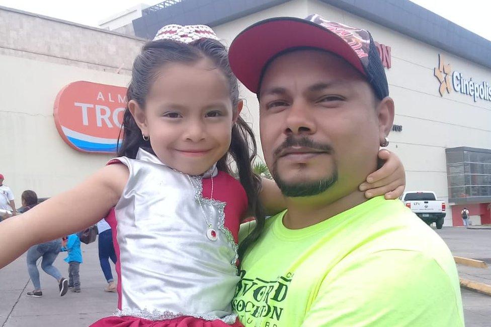 Neptaly con su hija Nataly.