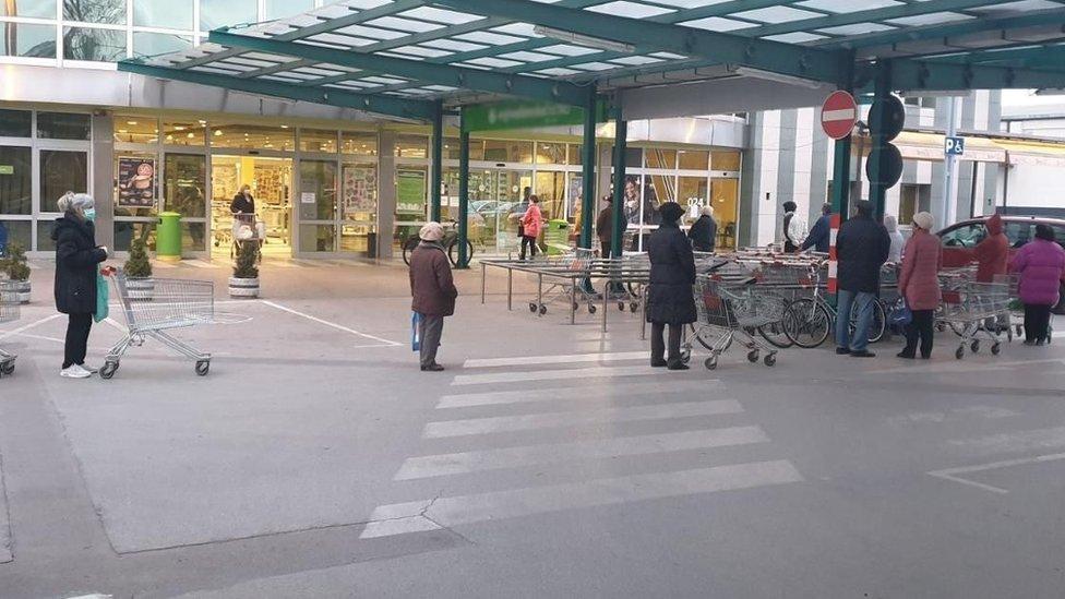 penzioneri u kupovini
