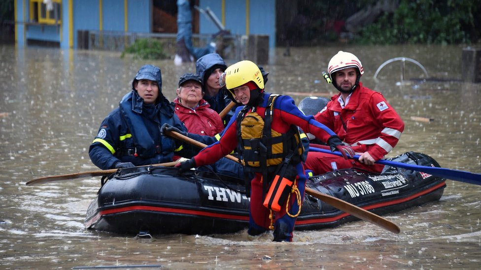 Staff of the Bavarian Red Cross and the German Federal Agency for Technical Relief (THW) evacuate people in Simbach, Germany, 1 June 2016.