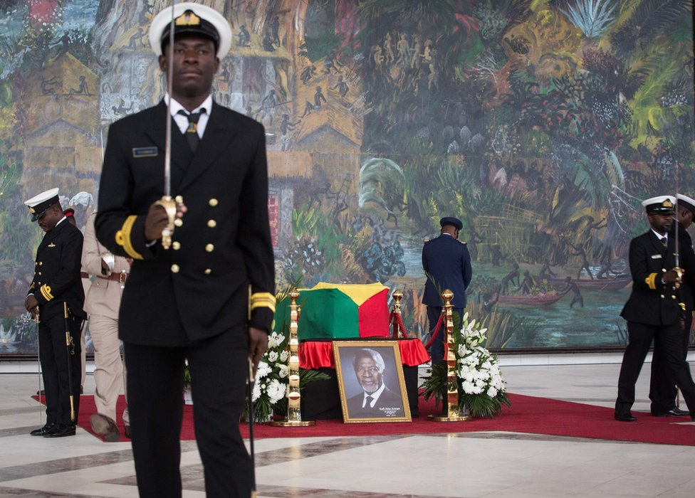 Kovčeg sa telom Kofija Anana