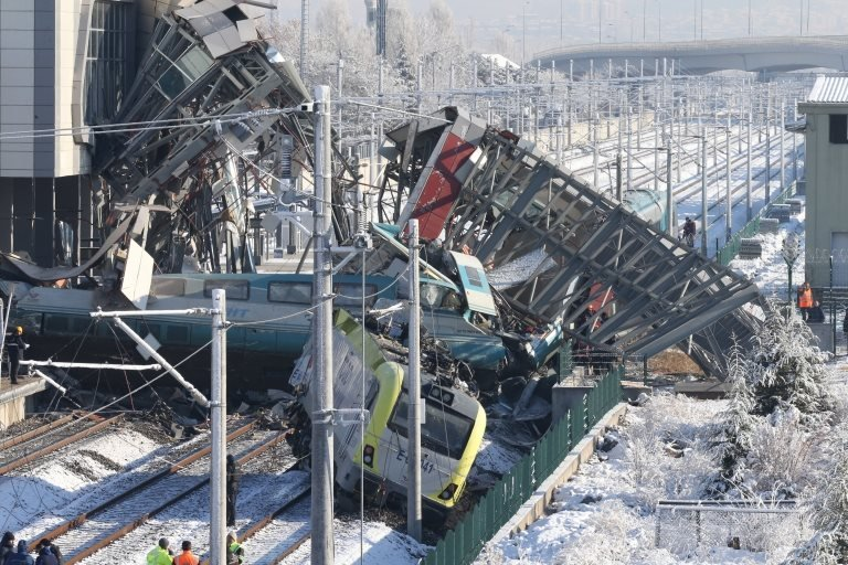 Marşandiz İstasyonu'nda çarpışan trenler