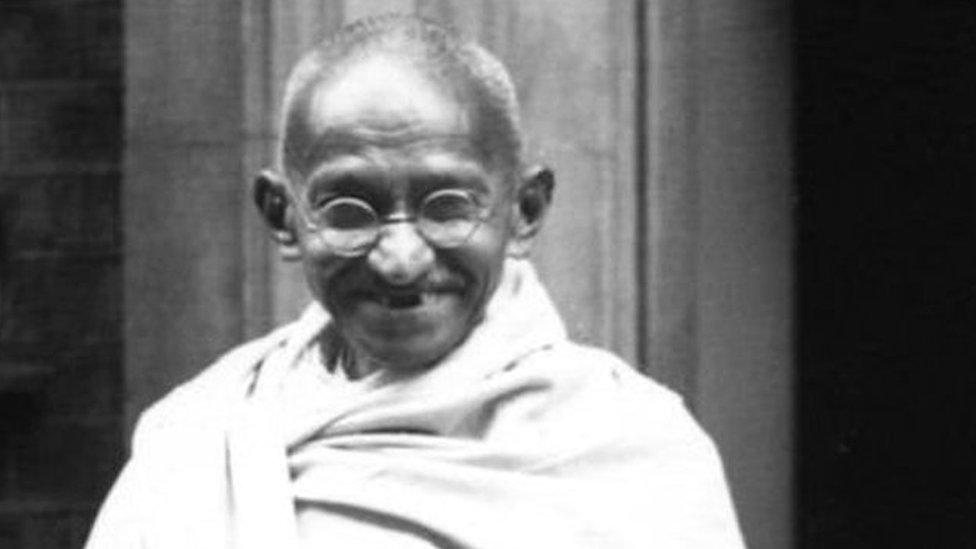 महात्मा गांधी की हत्या से जुड़ी तस्वीरें हटाने पर गांधीवादियों ने सरकार पर उठाए सवाल